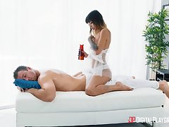 Aroused masseuse craves for make an issue of man's oiled cock