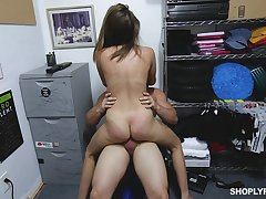 Teen shop lifter gets her pussy enlarged by the accumulate top banana