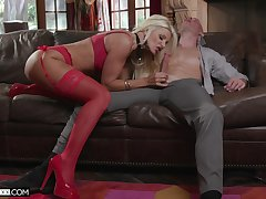 Experienced cougar Brittany Andrews is going more teach her virgin stepson wholeness