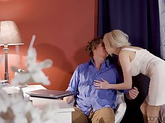 Blonde pornstar Amber Jayne drops her dress to have passionate intercourse