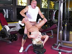 Elderly man fucks teenager at the gym and cums inner her