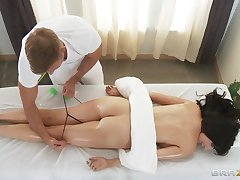 Back massage makes Diana Regent horny for a stiff weasel words of the therapist