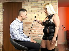 Full-grown escort mistress Anna Valentina bangs young submissive dude