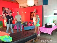Good awaiting girlfriend Jamie Elle gets fucked unconnected with two dudes