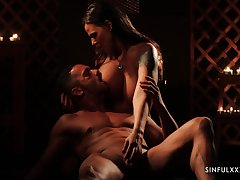 Gorgeous babe Simony Diamond is sexual connection with her admirer