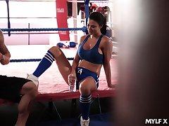 Fitness milf Jasmine Jae gets portend with her boxing coach