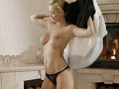 Hot babe is ready be incumbent on her daily fuck with an increment of that chick has got nice boobs