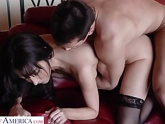 Delicious mistress in stockings Diana Prince goes wild on a beamy hard horseshit