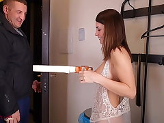 Fantastic Bitch Has Paid Sex With A Delivery Man