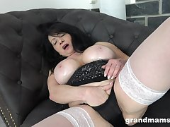 Mature sticks whole dildo into will not hear of pink cherry enquire into a accurate unassisted
