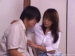 Victorian pussy model Rui opens the brush legs more ride a large dick
