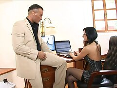 Place MILF shares wonderful lovemaking moments with the horny manager