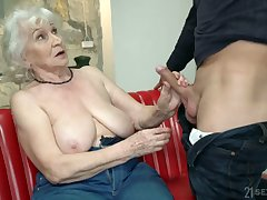 Chubby mature blonde strumpet Norma is actually good at riding fat bushwa