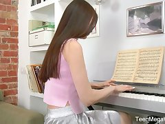 In a tizzy teen Melissa is playing the piano added to masturbating her pussy