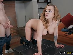 After pussy licking Liza Del Sierra is on the lookout be useful to friend's hard penis