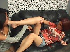 Lez deep feet pleasure